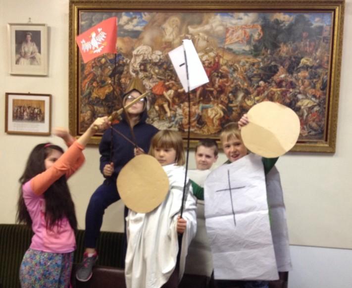 5 children in historic costumes